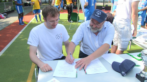 Beim 1. Unified Floorball-Cup wurde ein Kooperationsvertrag zwischen dem Floorball Verband Berlin-Brandenburg und Special Olympics Berlin-Brandenburg geschlossen