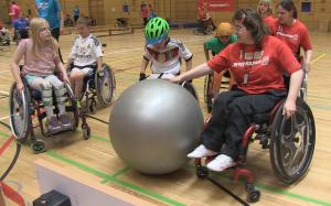 Hart umkämpft beim Wheel-Soccer Cup: der Pezzi-Ball dient als Spielgerät