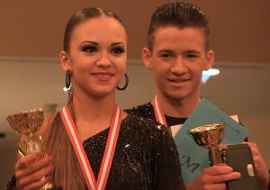 Ganz oben auf dem Treppchen bei den Berliner Meisterschaften im Tanzen 2015: Nicole Balski & Arseni Pavlov (Jugend A Latein)