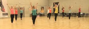Cheerdance bei Dance Deluxe: neben den individuellen tänzerischen Fähigkeiten kommt es auch auf Synchronität an