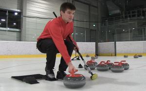Augenmaß und Konzentration sind gefordert: Curling beim Eissport und Schlittschuh-Club 2007 Berlin