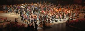 Der Berliner Turn- und Freizeitsport-Bund eröffnete das Feuerwerk der Turnkunst mit einem Kinderbild