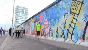 Die Eastside Gallery ist einer der Wegpunkte beim Mauerweglauf 2015