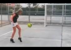 Fussball mit High Heels