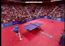 Spektakulärer Tischtennis Spielzug