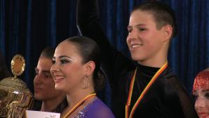 Das Siegerlächeln: Samira Hafez und Efrem Kuzmichenko gewinnen die Deutsche Meisterschaft im Tanzen bei den Junioren II B