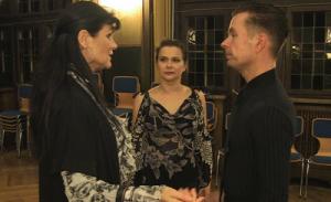Gert Faustmann und Alexandra Kley im Gespräch mit Trainerin Kerstin Jörgens.