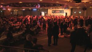 1600 Menschen feiern diesmal bei der Night of Sports im Palais am Funkturm und sehen den Gewinner vom Amateursportpreis 2015: das Team Berlin 1