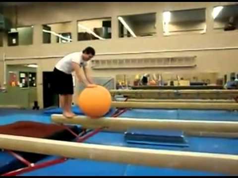 Balancieren auf dem Gummiball