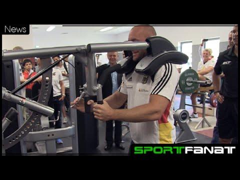 Andre Agassi schenkt Trainingsgeräte im Wert von 100.000 Euro an Leistungszentrum Kienbaum
