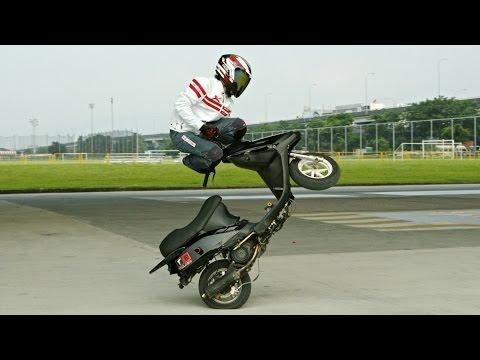 Motorroller Tricks