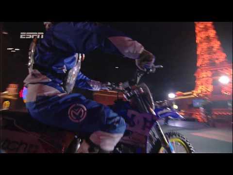 Spektakulärer Motorradsprung!